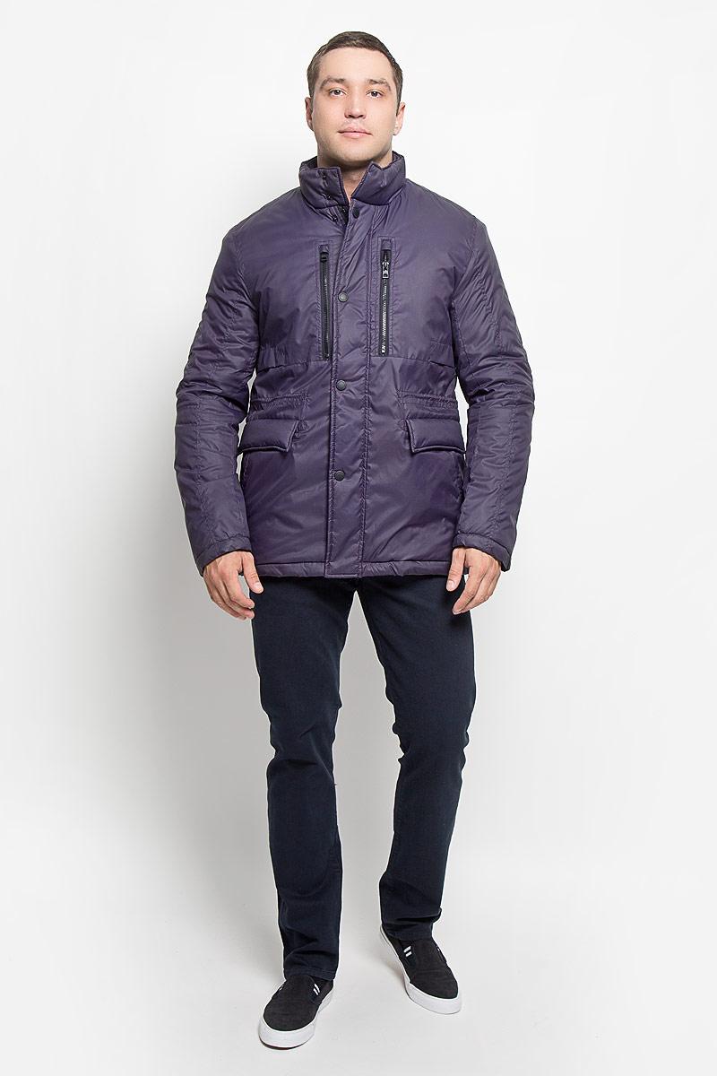 Куртка мужская Mexx, цвет: фиолетовый. MX3000578. Размер S (44/46)MX3000578Стильная мужская куртка Mexx превосходно подойдет для прохладных дней. Куртка выполнена из полиэстера, она отлично защищает от дождя, снега и ветра. Модель с длинными рукавами и воротником-стойкой застегивается на застежку-молнию и имеет ветрозащитный клапан на кнопках. Изделие дополнено двумя втачными карманами на застежках-молниях, двумя открытыми втачнымикарманами и двумя втачными карманами на клапанах с кнопками, а также внутренним карманом на кнопке. Объем талии регулируется при помощи внутреннего шнурка-кулиски со стопперами.Эта модная и в то же время комфортная куртка согреет вас в холодное время года и отлично подойдет как для прогулок, так и для активного отдыха.