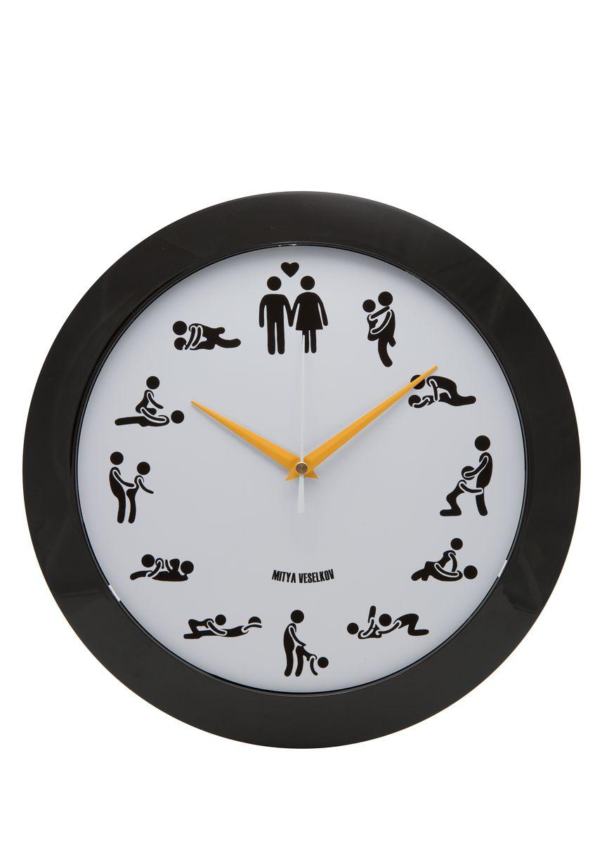 Часы настенные Mitya Veselkov Камасутра на белом, цвет: черный, белый. MVC.NAST-013MVC.NAST-013Настенные часы Mitya Veselkov Подсолнухи из серии MVC станут отличным украшением вашегодома или офиса. Часы имеют три стрелки - часовую, минутную и секундную.Часы изготовлены из качественного легкого пластика. Циферблат часов также закрытпластиком. В случае падения часов со стены, данный материал гораздо безопаснее увесистыхстекла и стали. На задней панели часы снабжены удобным отверстием для подвески на стену. Диаметр часов: 30 см. В часах установлен кварцевый механизм.