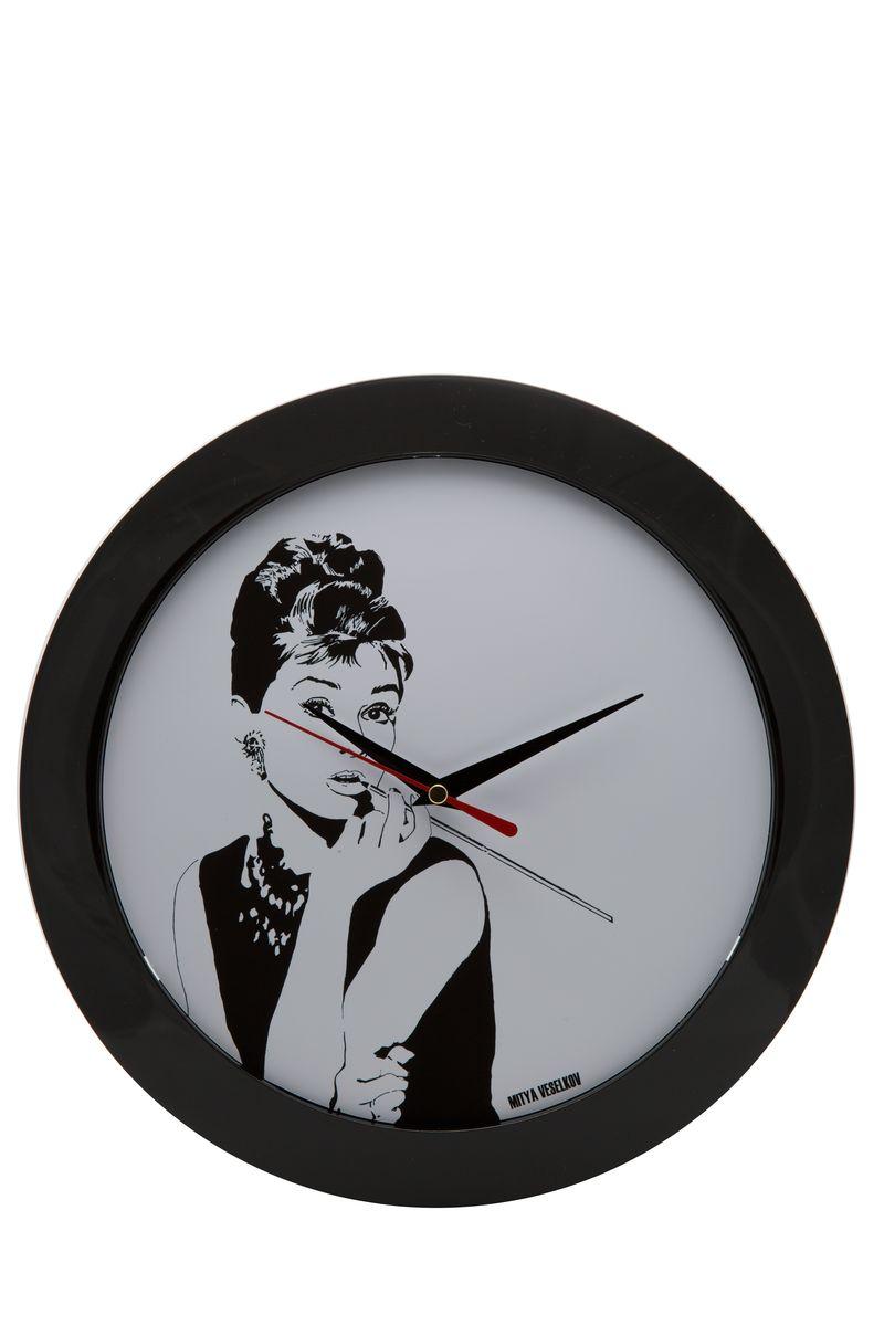 Часы настенные Mitya Veselkov Одри курит, цвет: черный. MVC.NAST-021 часы наручные mitya veselkov одри курит gold