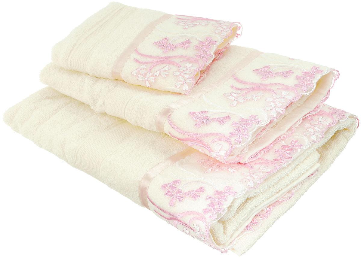Набор хлопковых полотенец Home Textile Нежность, цвет: кремовый, розовый, 3 штLX-OZ01Набор Home Textile Нежность состоит из трех полотенец разного размера, выполненных из качественной натуральной махры (100% хлопок). Полотенца оформлены капроновой вставкой свышивкой. Мягкие и уютные, они прекрасно впитывают влагу и легко стираются. Кроме того, хлопковые полотенца отличаются высокой износоустойчивостью и долгим сроком службы. Такой набор полотенец подарит массу положительных эмоций и приятных ощущений.