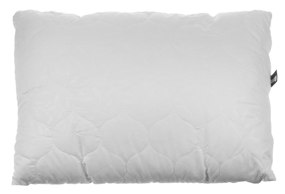Подушка Sova & Javoronok, наполнитель: эвкалипт, цвет: белый, 50 х 70 см4030116688Чехол подушки Sova & Javoronok выполнен из высококачественной микрофибры (100% полиэстер). Наполнитель подушки изготовлен из 10% эвкалипта и 90% полиэфирного волокна. Стежка надежно удерживает наполнитель внутри и не позволяет ему скатываться. Эвкалиптовое волокно - уникальный по своим свойствам материал. Он обеспечивает хорошую терморегуляцию, обладает воздухонепроницаемостью и гигроскопичностью, он ультрамягкий, натуральный и долговечный. Кроме того, эвкалиптовое волокно не создает благоприятной среды для развития патогенной микрофлоры, поэтому в нем не размножаются микробы и бактерии. Это свойство хорошо влияет на здоровье и самочувствие людей. Изделия с таким наполнителем быстро высыхают и надолго сохраняют объем и форму, причем это свойство не теряется даже после многочисленных стирок.Рекомендации по уходу:- Не отбеливать, не использовать хлоросодержащие моющие средства и стиральные порошки с отбеливателями. - Не выжимать в стиральной машине. - Чистка только с углеводородом, хлорным этиленом и монофтортрихлорметаном.