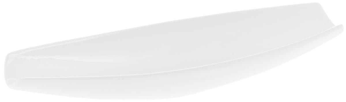 Блюдо Wilmax, 33 х 10 смWL-992634 / AБлюдо Wilmax изготовлено из высококачественного фарфора с глазурованным покрытием. Материал легкий, тонкий, свет без труда проникает сквозь изделие. Посуда имеет роскошную белизну, гладкость и блеск достигаются за счет особой рецептуры глазури.Изделие обладает низкой водопоглощаемостью, высокой термостойкостью и ударопрочностью, а также экологичностью. Посуда долговечна и рассчитана на постоянное интенсивное использование. Гладкая непористая поверхность исключает проникновение бактерий, изделие не будет впитывать посторонние запахи и сохранит первоначальный цвет.Блюдо имеет оригинальный дизайн в форме лодки, прекрасно подойдет для подачи различных закусок, нарезок, сладостей, фруктов.Такое блюдо украсит ваш праздничный или обеденный стол, а оригинальный дизайн придется по вкусу и ценителям классики, и тем, кто предпочитает утонченность и изысканность. Можно мыть в посудомоечной машине и использовать в микроволновой печи.