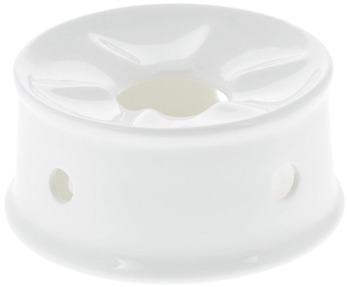 """Подставка для подогрева """"Wilmax"""" изготовлена из высококачественного глазурованного фарфора. Материал легкий, тонкий, свет без труда проникает сквозь изделие. Подставка имеет роскошную белизну, гладкость и блеск достигаются за счет особой рецептуры глазури. Изделие обладает низкой водопоглощаемостью, высокой термостойкостью и ударопрочностью, а также экологичностью. Гладкая непористая поверхность исключает проникновение бактерий, изделие не будет впитывать посторонние запахи и сохранит первоначальный цвет. Такая подставка используется для подогрева пищи. Для этого в центр ставится чайная свеча, а сверху - блюдо с пищей. Еще такие подставки часто используются для фондю. Подставка для подогрева """"Wilmax"""" стильно дополнит сервировку стола и станет его украшением. Можно мыть в посудомоечной машине и использовать в микроволновой печи. Диаметр (по верхнему краю): 13 см. Высота: 6,5 см."""