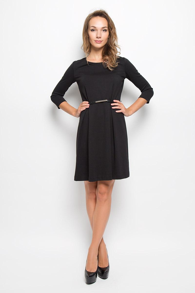 Платье Sela, цвет: черный. DK-117/1042-6342. Размер XL (50)DK-117/1042-6342Элегантное платье Sela выполнено из высококачественного комбинированного материала. Такое платье обеспечит вам комфорт и удобство при носке и непременно вызовет восхищение у окружающих.Модель средней длины с рукавами 3/4 и круглым вырезом горловины выгодно подчеркнет все достоинства вашей фигуры. Изделие застегивается на застежку-молнию на спинке. Пришивная юбка платья оформлена крупными встречными складками. В комплект входит съемный ремень с металлической пряжкой. Изысканное платье-миди создаст обворожительный и неповторимый образ.Это модное и комфортное платье станет превосходным дополнением к вашему гардеробу, оно подарит вам удобство и поможет подчеркнуть ваш вкус и неповторимый стиль.