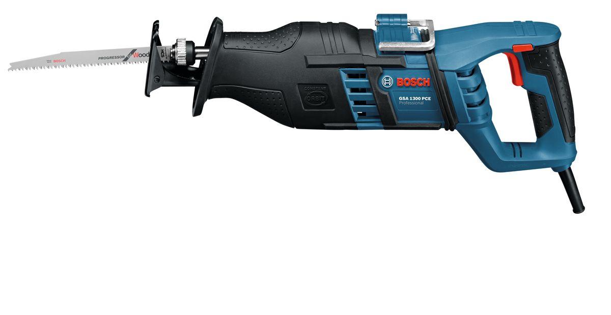 Пила сабельная Bosch GSA 1300 PCE. 060164E200060164E200Сабельная пила Bosch GSA 1300 PCE сконструирована для профессионального применения. Область применения - прямые и криволинейные пропилы. Технические характеристики: -Непрерывная светодиодная подсветка для работы в плохоосвещенных зонах. -Система SDS для быстрой и удобной замены пильных полотен одной рукой. -Регулируемый без инструмента упор для пиления.-Металлический крючок для подвешивания инструмента во время перерывов в работе. -Обрезиненный корпус редуктора для надежного и удобного захвата. -Для неутомительной работы: антивибрационная рукоятка и балансировка. -Двигатель высокой мощности 1 300 Вт с функцией константной электроники для самых сложных работ.-Непрерывное маятниковое движение для высокой производительности пиления. Комплектация: пильное полотно по древесине S 2345X, пильное полотно по металлу S 123 XF. Чемоданчик.