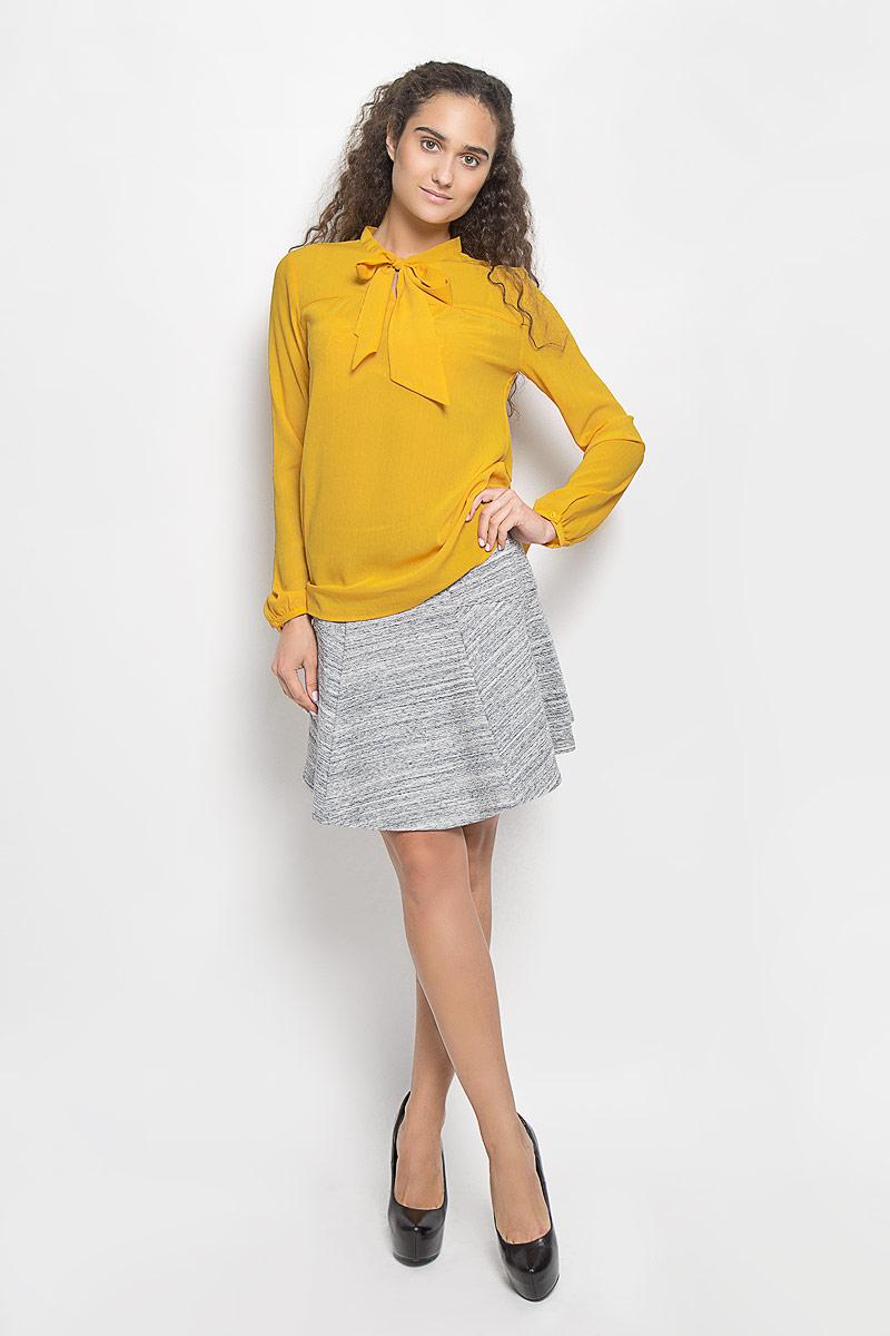 Блузка женская Sela, цвет: золотисто-желтый. Tw-112/1042-6391. Размер M (46)Tw-112/1042-6391Очаровательная женская блуза Sela, выполненная из полиэстера, подчеркнет ваш уникальный стиль и поможет создать оригинальный женственный образ.Модная блузка с воротником-аскот и длинными рукавами выполнена в лаконичном стиле. На манжетах предусмотрены застежки-пуговицы.Такая блузка будет дарить вам комфорт в течение всего дня и послужит замечательным дополнением к вашему гардеробу.