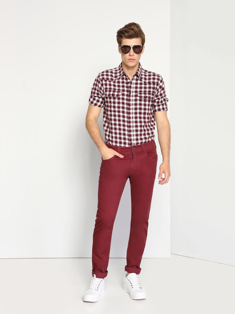 Рубашка мужская Top Secret, цвет: бордовый, белый. SKL2071CE. Размер 40/41 (48)SKL2071CEМужская рубашка выполнена из хлопка и оформлена клетчатым принтом. Спереди изделие дополнено накладными карманами и застегивается на пуговицы. Модель со стандартным длинным рукавом и отложным воротником.