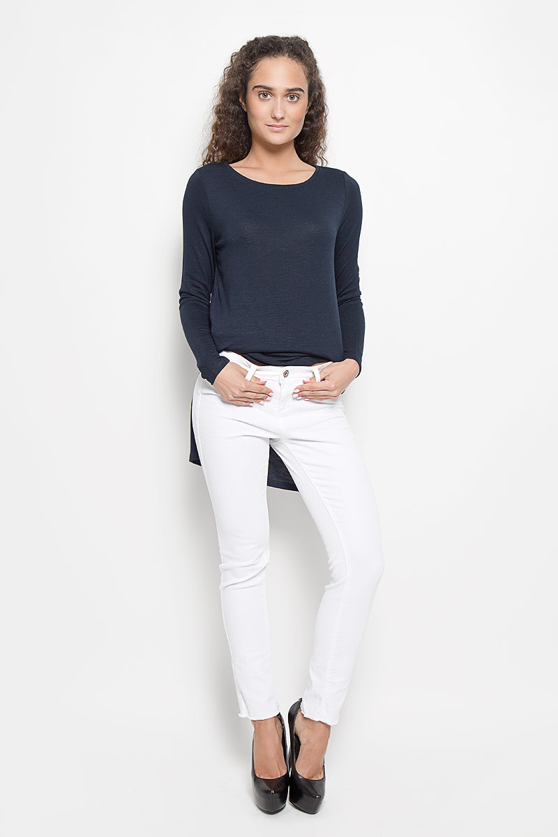 Джинсы женские Tom Tailor Denim, цвет: белый. 6205203.05.71_2000. Размер 27-32 (42/44-32)6205203.05.71_2000Стильные женские джинсы Tom Tailor Denim - это джинсы высочайшего качества, которые прекрасно сидят. Они выполнены из высококачественного эластичного хлопка, что обеспечивает комфорт и удобство при носке. Модные джинсы скинни заниженной посадки станут отличным дополнением к вашему современному образу. Джинсы застегиваются на пуговицу в поясе и ширинку на застежке-молнии, имеют шлевки для ремня. Джинсы имеют классический пятикарманный крой: спереди модель оформлена двумя втачными карманами и одним маленьким накладным кармашком, а сзади - двумя накладными карманами. Изделие украшено бахромой по низу штанин. Эти модные и в то же время комфортные джинсы послужат отличным дополнением к вашему гардеробу.