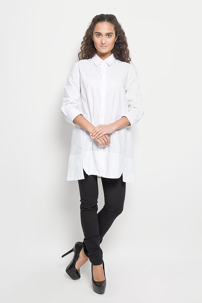 Блузка женская Baon, цвет: молочный. B176516. Размер M (46)B176516_WhiteБлузка Baon, изготовленная из натурального хлопка, подчеркнет ваш уникальный стиль. Материал изделия легкий, тактильно приятный, не сковывает движения и позволяет коже дышать, обеспечивая комфорт при носке. Удлиненная блузка с отложным воротником и рукавами 3/4 застегивается спереди на пуговицы. На манжетах предусмотрены застежки-пуговицы. По бокам модель дополнена двумя небольшими разрезами. Такая блузка станет модным и стильным дополнением к вашему гардеробу!