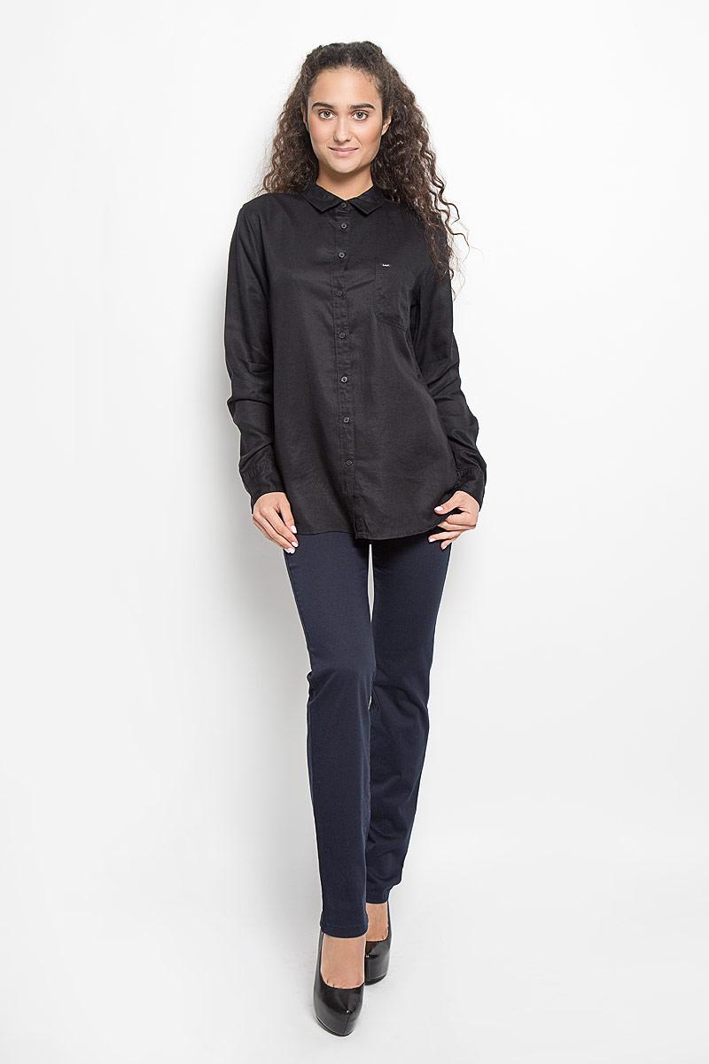 Рубашка женская Lee, цвет: черный. L45QLCJA. Размер L (48)L45QLCJAСтильная женская рубашка Lee, выполненная из лиоцелла, подчеркнет ваш уникальный стиль и поможет создать оригинальный образ. Такой материал великолепно пропускает воздух, обеспечивая необходимую вентиляцию, а также обладает высокой гигроскопичностью. Рубашка с длинными рукавами и отложным воротником застегивается на пуговицы спереди. Манжеты рукавов также застегиваются на пуговицы. Модель дополнена нагрудным карманом. Классическая рубашка - превосходный вариант для базового гардероба и отличное решение на каждый день.Такая рубашка будет дарить вам комфорт в течение всего дня и послужит замечательным дополнением к вашему гардеробу.