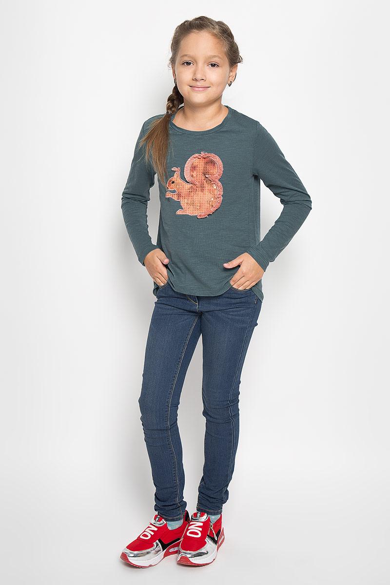 Лонгслив для девочки Sela, цвет: темно-зеленый. T-611/937-6342. Размер 146, 11 летT-611/937-6342Великолепный лонгслив для девочки Sela идеально подойдет вашей дочурке. Изготовленный из высококачественного материала, он необычайно мягкий и приятный на ощупь, не сковывает движения ребенка и позволяет коже дышать, обеспечивая наибольший комфорт.Лонгслив с длинными рукавами и круглым вырезом горловины украшен аппликацией в виде белочки. Горловинадополнена трикотажной эластичной вставкой. Спинка изделия слегка удлинена. Оригинальный современный дизайн и модная расцветка делают этот лонгслив модным и стильным предметом детского гардероба. В нем маленькая модница будет чувствовать себя уютно и комфортно и всегда будет в центре внимания.