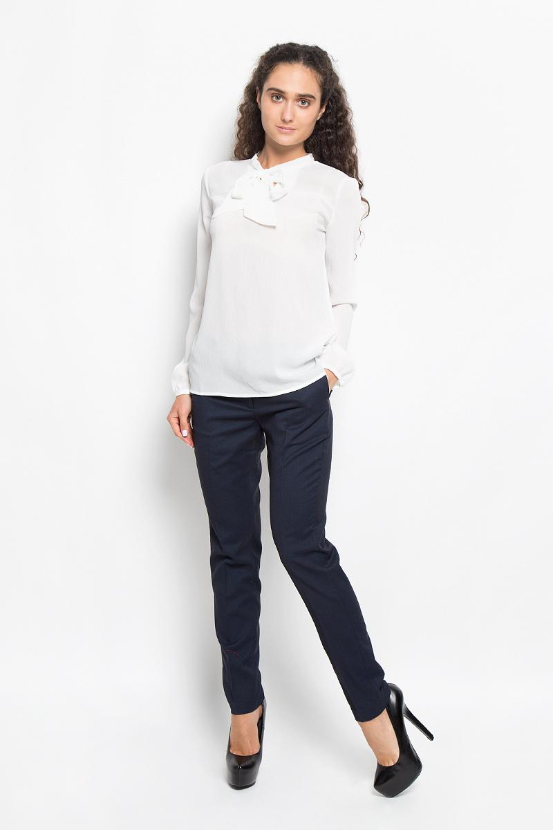 Блузка женская Sela, цвет: молочный. Tw-112/1042-6391. Размер L (48)Tw-112/1042-6391Очаровательная женская блуза Sela, выполненная из полиэстера, подчеркнет ваш уникальный стиль и поможет создать оригинальный женственный образ.Модная блузка с воротником-аскот и длинными рукавами выполнена в лаконичном стиле. На манжетах предусмотрены застежки-пуговицы.Такая блузка будет дарить вам комфорт в течение всего дня и послужит замечательным дополнением к вашему гардеробу.