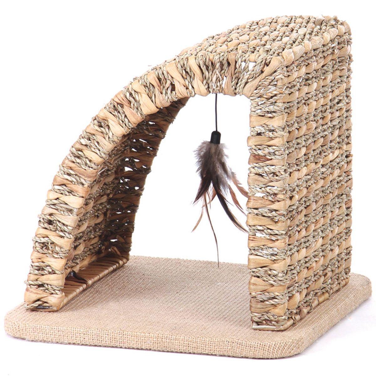 Когтеточка TriolАрка, 35 х 35 х 32 смCT26Когтеточка TriolАрка - незаменимая вещь для сохранности мебели в квартире и удовлетворения естественных потребностей кошки. Она выполнена из природного экологического материала, арочная форма позволит кошке вытянуться во весь рост, чтобы поточить коготки. Для дополнительной привлекательности когтеточка имеет игрушку - подвешенную кисточку из перышек. Если вы не хотите прибивать на стену традиционную когтеточку (кошки обдирают обои вокруг неё, она портит общую картину интерьера), то напольная когтеточка - лучший выход из положения. Когтеточка для кошек в виде арки полностью удовлетворит потребности кошки поиграть и поточить когти.Преимущества:- За счет трубчатой структуры материала легко проветривается;- Выдерживает большие перепады температур;- Не впитывает воду, не промокает, не набухает от сырости;- Обладает бактерицидными свойствами.