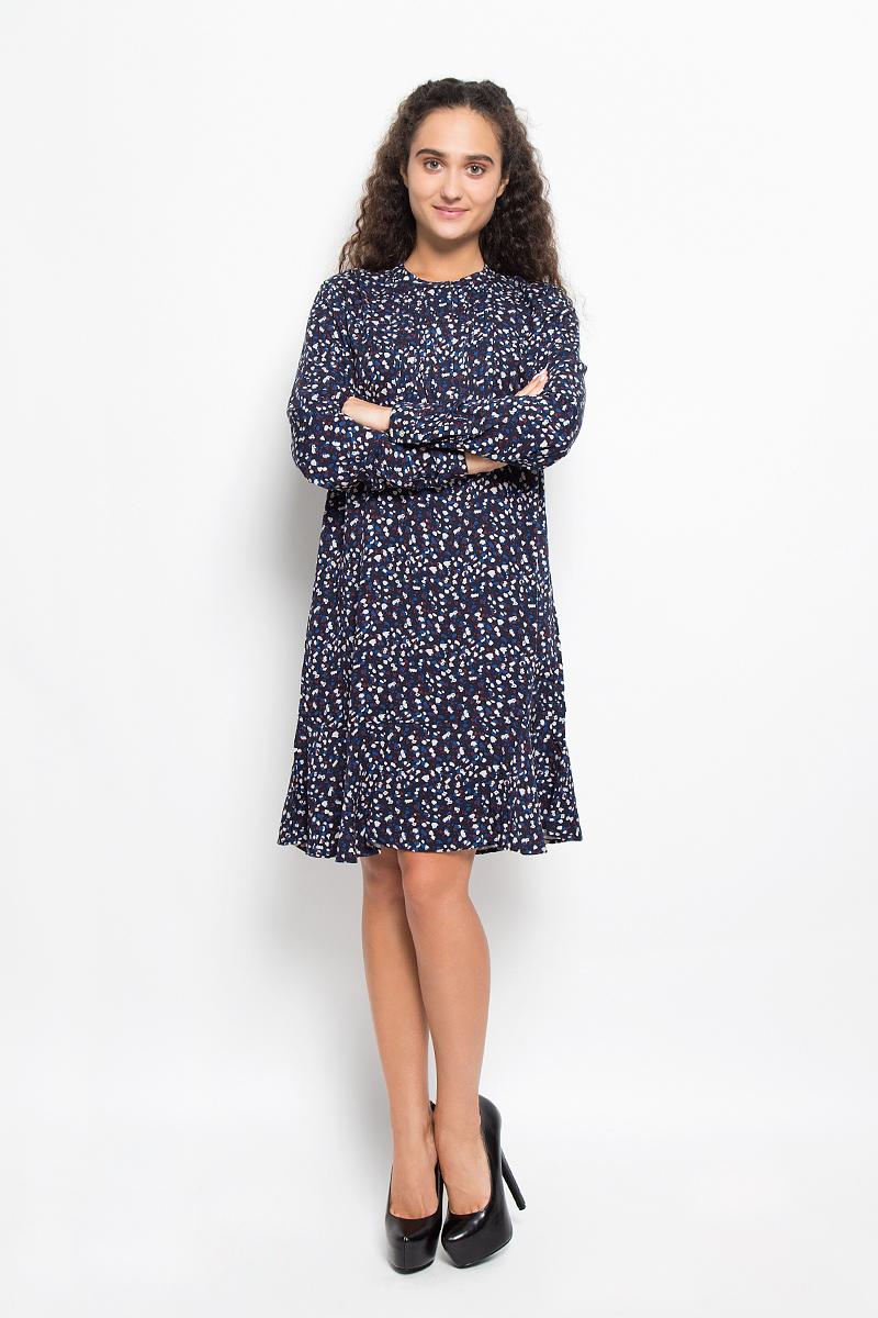 Платье Baon, цвет: темно-синий. B426. Размер L (48)B426_DARK NAVY PRINTEDЭлегантное платье Baon выполнено из 100% вискозы. Такое платье обеспечит вам комфорт и удобство при носке и непременно вызовет восхищение у окружающих.Платье-миди с длинными рукавами и круглым вырезом горловины спереди застегивается на пуговицы скрытые под планкой. Низ рукавов дополнен манжетами на пуговицах. Спереди модель оформлена застроченными складками. Изысканное платье-миди создаст обворожительный и неповторимый образ.Это модное и комфортное платье станет превосходным дополнением к вашему гардеробу, оно подарит вам удобство и поможет подчеркнуть ваш вкус и неповторимый стиль.