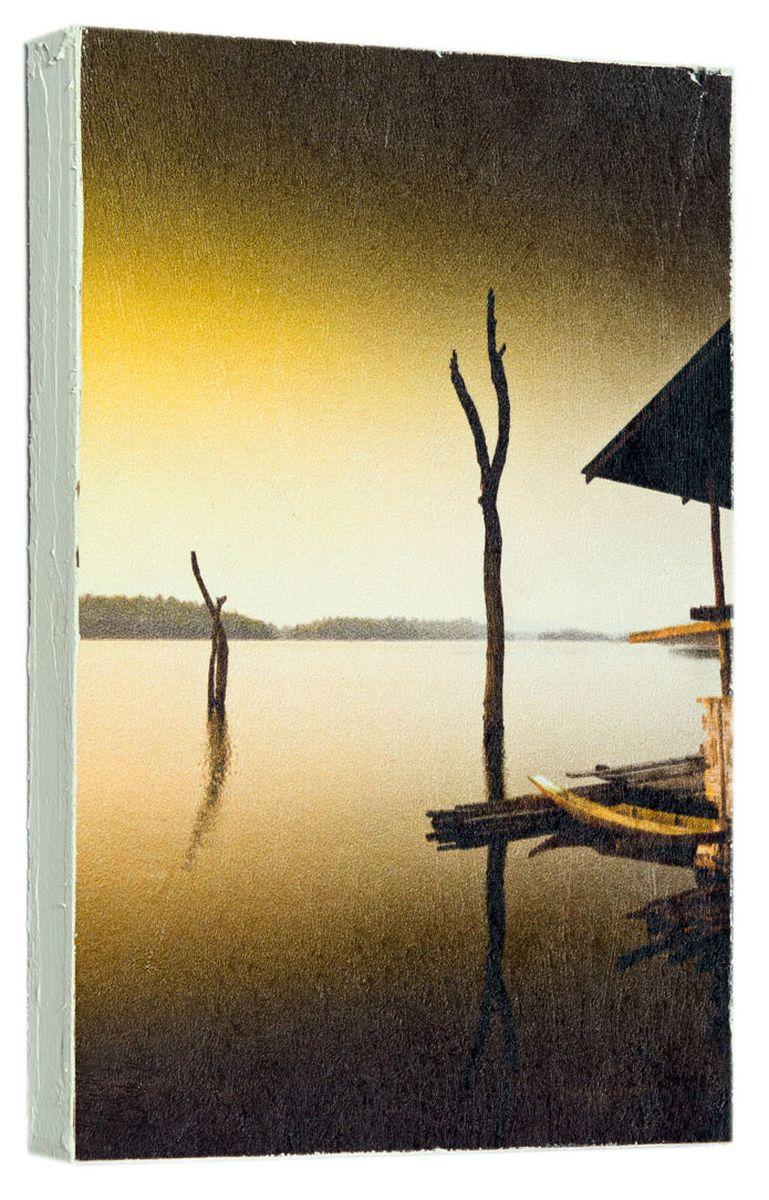 Картина Mister Poster Вечер на реке, 14,5 х 22 см0231-15-22Картина Mister Poster - это высококачественная репродукция на деревянной раме. Лицевая поверхность имитирует штукатурку или натуральный холст, края окрашены вручную специальным декоративным составом.Современные технологии, уникальное оборудование и оригинальные чернила, используемые при изготовлении, делают постер устойчивым к выцветанию, а также гарантируют стойкость к воздействию негативных внешних факторов. Интерьер дома и офиса, в котором находится человек, в значительной степени влияет на его настроение и работоспособность. Правильное оформление интерьера создает благоприятный психологический климат, улучшает настроение и мотивирует. Добавьте «красок» в ваш интерьер и, возможно, в вашу жизнь.