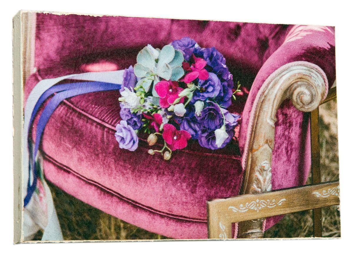 Картина Mister Poster Сиреневый свадебный букет на кресле, 22 х 14,5 см0449-15-22Картина Mister Poster - это высококачественная репродукция на деревянной раме. Лицевая поверхность имитирует штукатурку или натуральный холст, края окрашены вручную специальным декоративным составом.Современные технологии, уникальное оборудование и оригинальные чернила, используемые при изготовлении, делают постер устойчивым к выцветанию, а также гарантируют стойкость к воздействию негативных внешних факторов. Интерьер дома и офиса, в котором находится человек, в значительной степени влияет на его настроение и работоспособность. Правильное оформление интерьера создает благоприятный психологический климат, улучшает настроение и мотивирует. Добавьте «красок» в ваш интерьер и, возможно, в вашу жизнь.
