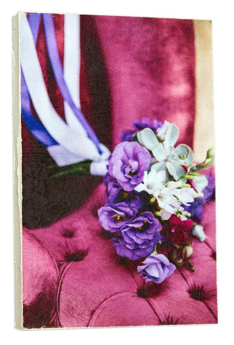 Картина Mister Poster Сиреневый свадебный букет на кресле 2, 14,5 х 22 см0450-15-22Картина Mister Poster - это высококачественная репродукция на деревянной раме. Лицевая поверхность имитирует штукатурку или натуральный холст, края окрашены вручную специальным декоративным составом.Современные технологии, уникальное оборудование и оригинальные чернила, используемые при изготовлении, делают постер устойчивым к выцветанию, а также гарантируют стойкость к воздействию негативных внешних факторов. Интерьер дома и офиса, в котором находится человек, в значительной степени влияет на его настроение и работоспособность. Правильное оформление интерьера создает благоприятный психологический климат, улучшает настроение и мотивирует. Добавьте «красок» в ваш интерьер и, возможно, в вашу жизнь.