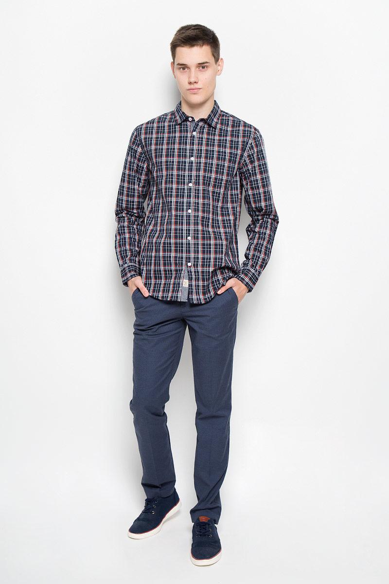 Рубашка мужская Baon, цвет: темно-синий, белый, оранжевый. B676516. Размер S (46)B676516_DEEP NAVY CHECKEDМужская рубашка Baon поможет создать отличный современный образ в стиле Casual. Модель, изготовленная из хлопка, очень мягкая, тактильно приятная и не сковывает движения. Рубашка классического кроя с длинными рукавами и отложным воротником застегивается на пуговицы по всей длине и оформлена оригинальным принтом. На манжетах предусмотрены застежки-пуговицы. На груди модель дополнена накладным карманом.Такая модель будет дарить вам комфорт в течение всего дня и станет стильным дополнением к вашему гардеробу.