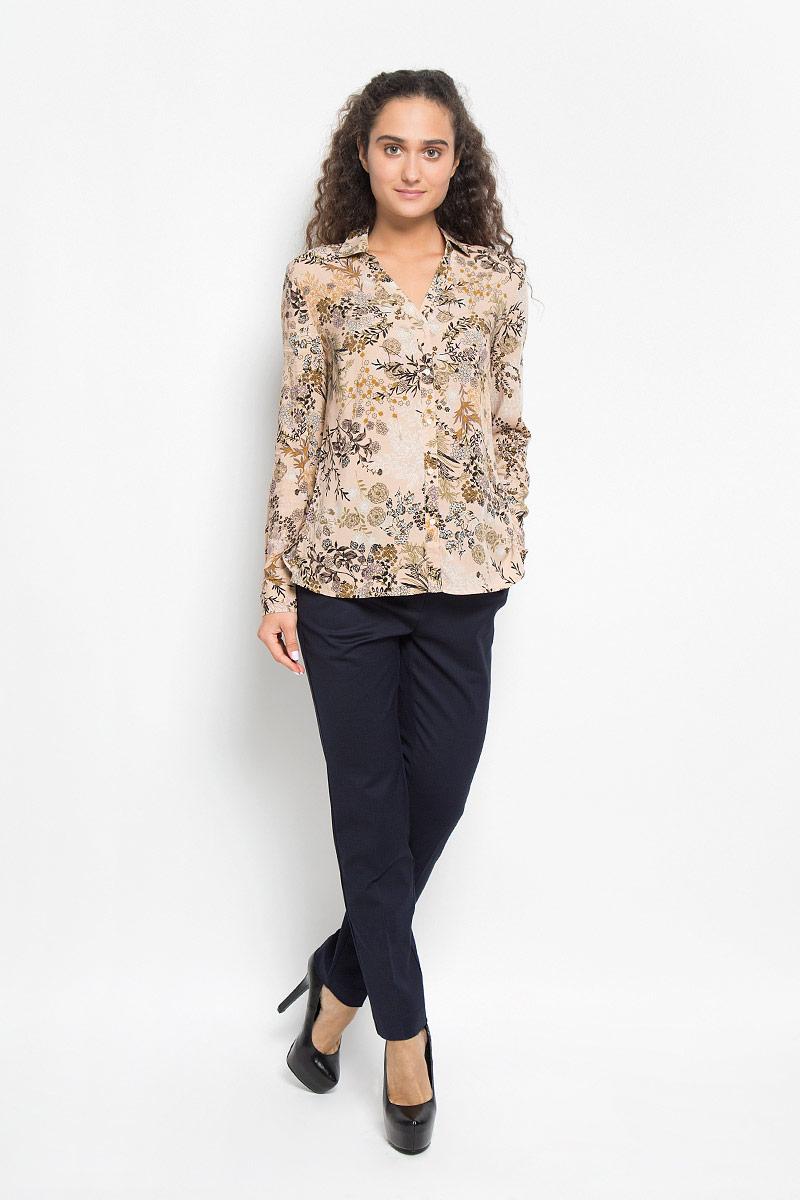 Блузка женская Sela, цвет: персиковый. B-112/1074-6372. Размер XL (50)B-112/1074-6372Стильная женская блуза Sela, выполненная из вискозы, подчеркнет ваш уникальный стиль и поможет создать оригинальный женственный образ.Модная блузка свободного кроя с отложным воротником и длинными рукавами дополнена спереди V-образным вырезом. Застегивается модель на пять пуговиц. На манжетах предусмотрены застежки-пуговицы. Нижняя часть модели по боковым швам дополнена небольшими разрезами. Модель оформлена оригинальным принтом.Такая блузка будет дарить вам комфорт в течение всего дня и послужит замечательным дополнением к вашему гардеробу.