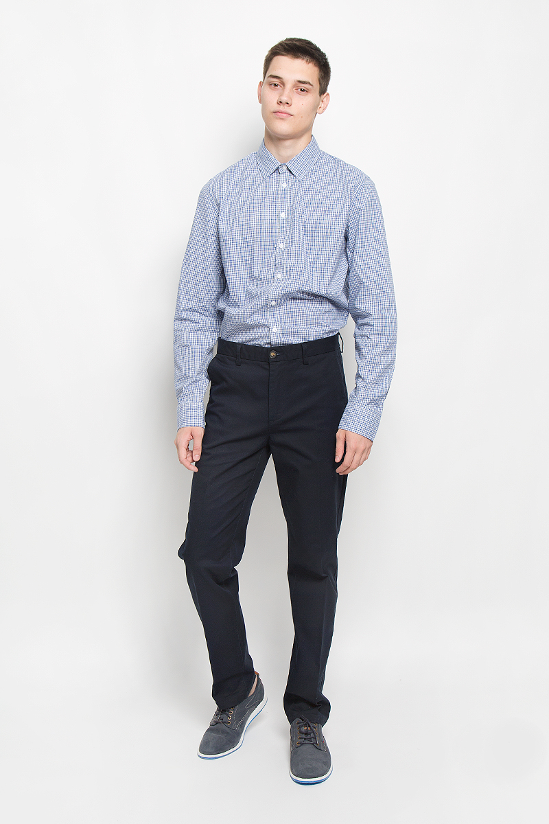 Рубашка мужская Sela, цвет: синий, светло-серый, белый. H-212/719-6321. Размер 41 (48)H-212/719-6321Мужская рубашка Sela, выполненная из натурального хлопка, идеально дополнит ваш образ. Материал мягкий и приятный на ощупь, не сковывает движения и позволяет коже дышать. Рубашка классического кроя с длинными рукавами и отложным воротником застегивается на пуговицы по всей длине и оформлена принтом в клетку. Манжеты рукавов застегиваются на пуговицы. Такая модель будет дарить вам комфорт в течение всего дня и станет стильным дополнением к вашему гардеробу.