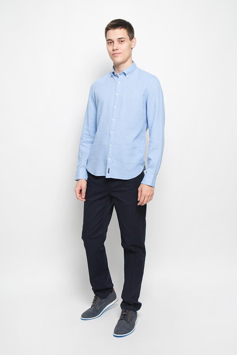 Рубашка мужская Marc OPolo, цвет: голубой. 095642062/D85. Размер S (44)095642062/D85Стильная мужская рубашка Marc OPolo, выполненная из натурального хлопка, обладает высокой теплопроводностью, воздухопроницаемостью и гигроскопичностью, позволяет коже дышать, тем самым обеспечивая наибольший комфорт при носке. Модель классического кроя с отложным воротником застегивается на пуговицы по всей длине. Длинные рукава рубашки дополнены манжетами на пуговицах. Рубашка оформлена оригинальным принтом. Воротник пристегивается к рубашке с помощью пуговиц.Такая рубашка подчеркнет ваш вкус и поможет создать великолепный стильный образ.