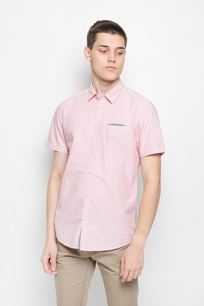 Рубашка мужская Tom Tailor, цвет: красный, белый. 2031870.00.10_4502. Размер M (48)2031870.00.10_4502Стильная мужская рубашка Tom Tailor, выполненная из натурального хлопка, обладает высокой теплопроводностью, воздухопроницаемостью и гигроскопичностью, позволяет коже дышать, тем самым обеспечивая наибольший комфорт при носке. Модель классического кроя с отложным воротником и короткими рукавами застегивается на пуговицы по всей длине. Рубашка оформлена принтом в полоску. На груди модель дополнена прорезным карманом.Такая рубашка подчеркнет ваш вкус и поможет создать великолепный стильный образ.