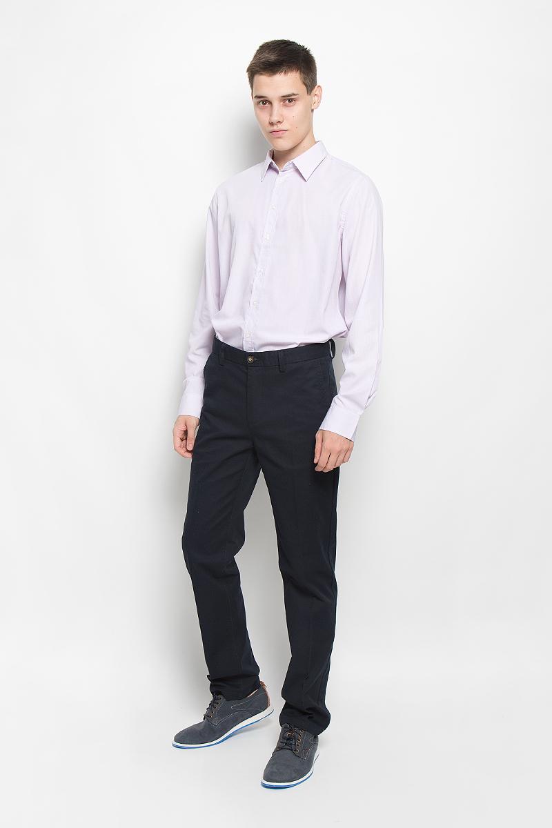 Рубашка мужская Sela, цвет: лиловый, белый. H-212/711-6321. Размер 40 (46)H-212/711-6321Стильная мужская рубашка Sela, выполненная из хлопка и полиэстера, обладает высокой теплопроводностью, воздухопроницаемостью и гигроскопичностью, позволяет коже дышать, тем самым обеспечивая наибольший комфорт при носке. Модель классического кроя с отложным воротником застегивается на пуговицы по всей длине. Длинные рукава рубашки дополнены манжетами на пуговицах. Рубашка оформлена принтом в мелкую полоску.Такая рубашка подчеркнет ваш вкус и поможет создать великолепный стильный образ.
