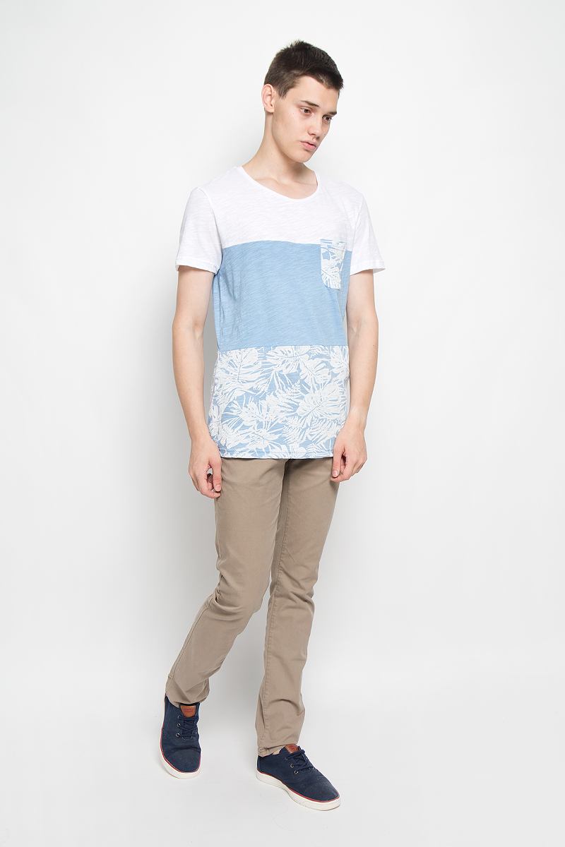 Футболка мужская Tom Tailor Denim, цвет: светло-голубой, белый. 1035300.62.12_6692. Размер S (46)1035300.62.12_6692Мужская футболка Tom Tailor Denim поможет создать отличный современный образ в стиле Casual. Модель, изготовленная из натурального хлопка, очень мягкая, тактильно приятная, не сковывает движения и позволяет коже дышать.Футболка с круглым вырезом горловины и короткими рукавами оформлена снизу оригинальным принтом и дополнена на груди накладным карманом. Такая футболка станет стильным дополнением к вашему гардеробу, она подарит вам комфорт в течение всего дня!