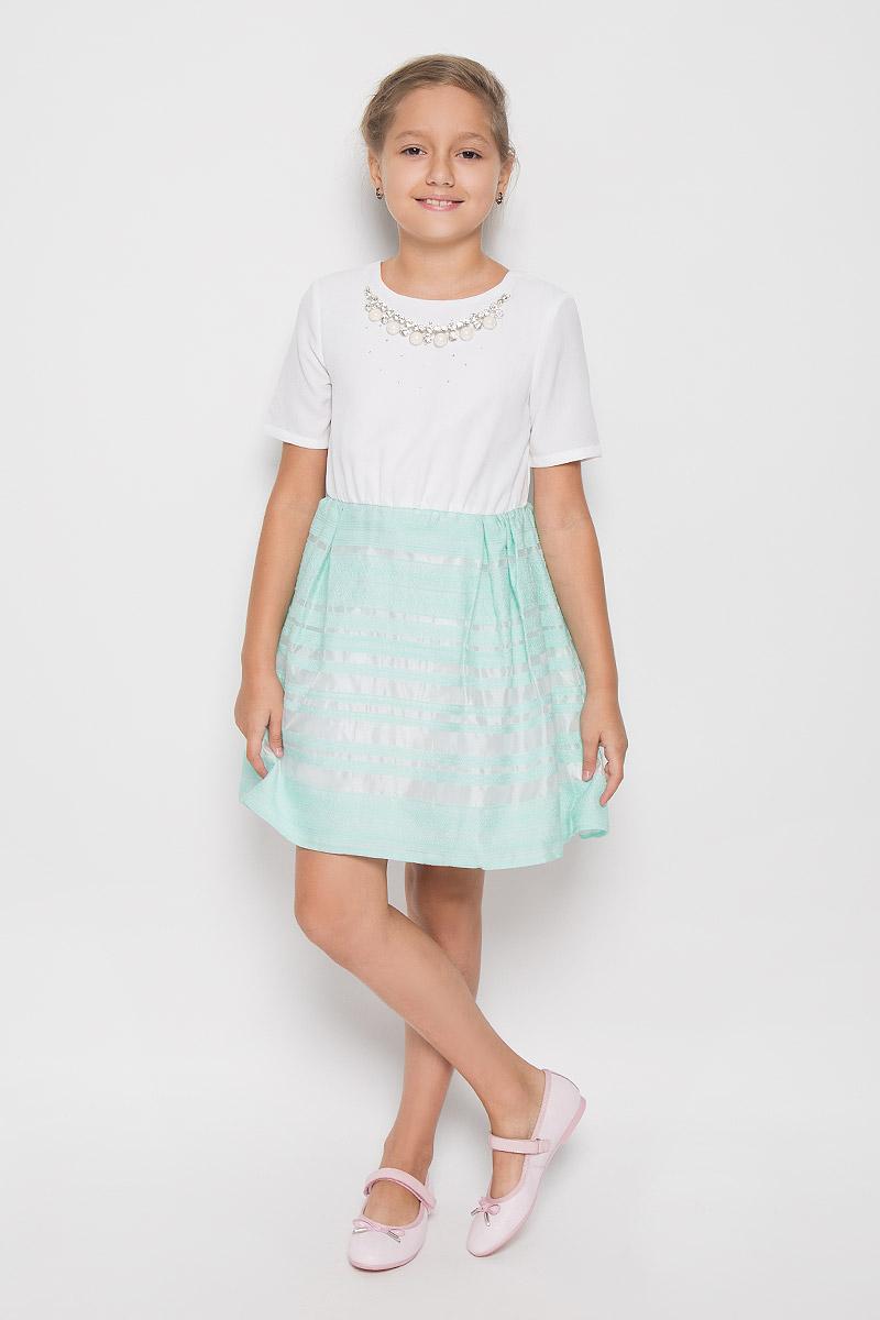 Платье для девочки Nota Bene, цвет: белый, мятный. ND6504-1. Размер 146ND6504-1Очаровательное платье для девочки Nota Bene идеально подойдет вашей малышке. Платье выполнено из полиэстера и имеет подкладку из хлопка, оно не сковывает движения малышки, великолепно отводит влагу от тела и не раздражает даже самую нежную и чувствительную кожу ребенка, обеспечивая наибольший комфорт. Платье-миди с короткими рукавами и круглым вырезом горловины застегивается на скрытую застежку-молнию на спинке. Изделие оформлено стразами и украшено несъемным ожерельем с крупными блестящими вставками. Платье дополнено подъюбником из сетчатого материала, обеспечивающего пышность юбки.Оригинальный современный дизайн и модная расцветка делают это платье стильным предметом детского гардероба. В нем ваша малышка будет чувствовать себя уютно и комфортно и всегда будет в центре внимания!