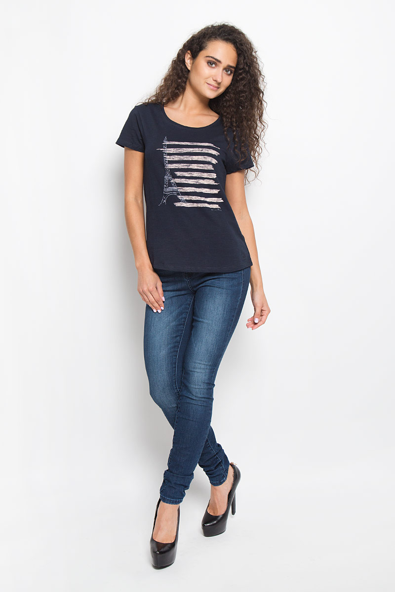 Футболка женская Tom Tailor Denim, цвет: темно-синий. 1035524.01.71_6901. Размер L (48)1035524.01.71_6901Стильная женская футболка Tom Tailor Denim, выполненная из 100% хлопка, поможет создать отличный современный образ в стиле Casual. Модель с круглым вырезом горловины и короткими рукавами оформлена оригинальным принтом.Такая футболка станет стильным дополнением к вашему гардеробу, она подарит вам комфорт в течение всего дня!