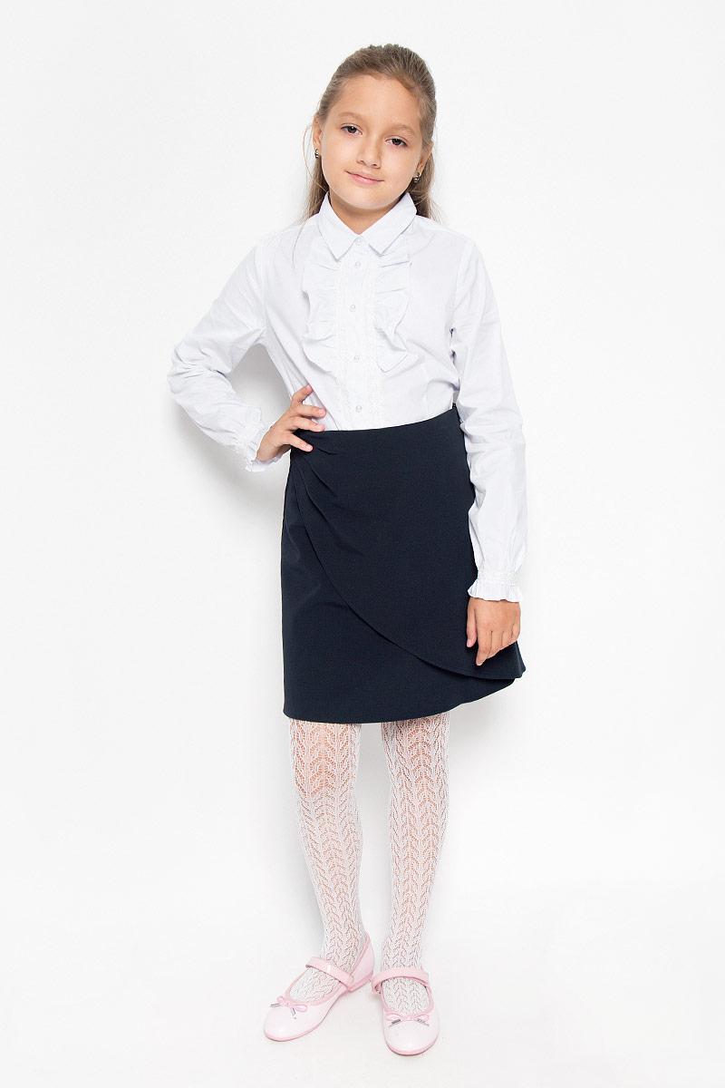 Юбка для девочки Nota Bene, цвет: темно-синий. CWA26004A. Рост 140CWA26004AСтильная юбка для девочки Nota Bene идеально подойдет для школы и повседневной носки. Изготовленная из высококачественного материала, она необычайно мягкая и приятная на ощупь, не сковывает движения и позволяет коже дышать, не раздражает даже самую нежную и чувствительную кожу ребенка, обеспечивая наибольший комфорт. Юбка с имитацией запаха застегивается сбоку на застежку-молнию. Размер модели в поясе регулируется вшитой резинкой. Классический фасон юбки традиционно является основой школьного гардероба девочки, создавая привычный образ скромной, серьезной, аккуратной ученицы.Такая юбка - незаменимая вещь для школьной формы, отлично сочетается с блузками и пиджаками.