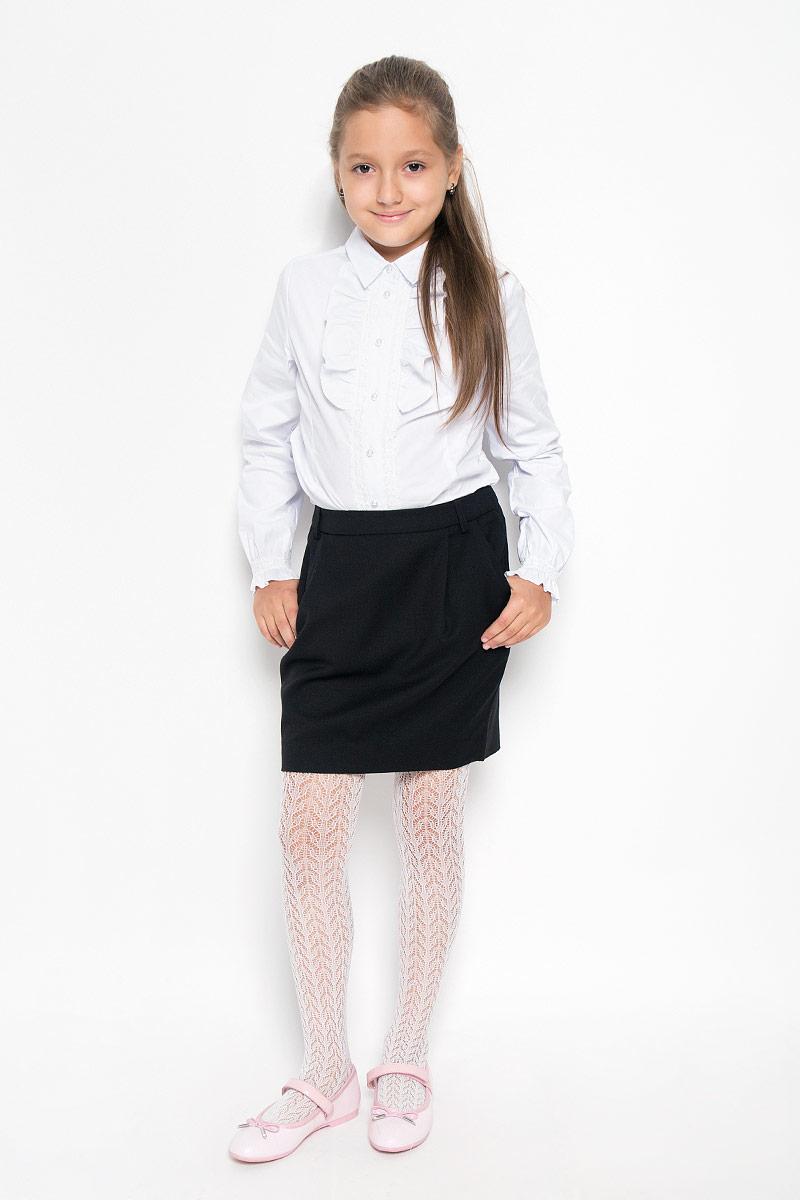 Юбка для девочки Gulliver, цвет: черный. 21502GSC6101. Размер 134, 8-9 лет21502GSC6101Изящная юбка для девочки Gulliver идеально подойдет для школы и повседневной носки. Изготовленная из высококачественного материала, она необычайно мягкая и приятная на ощупь, не сковывает движения и позволяет коже дышать, не раздражает даже самую нежную и чувствительную кожу ребенка, обеспечивая наибольший комфорт. Юбка немного зауженного к низу кроя дополнена боковыми карманами и шлевками для ремня. Размер модели в поясе регулируется скрытой резинкой на пуговице.Такая юбка - незаменимая вещь для школьной формы, отлично сочетается с блузками и пиджаками.