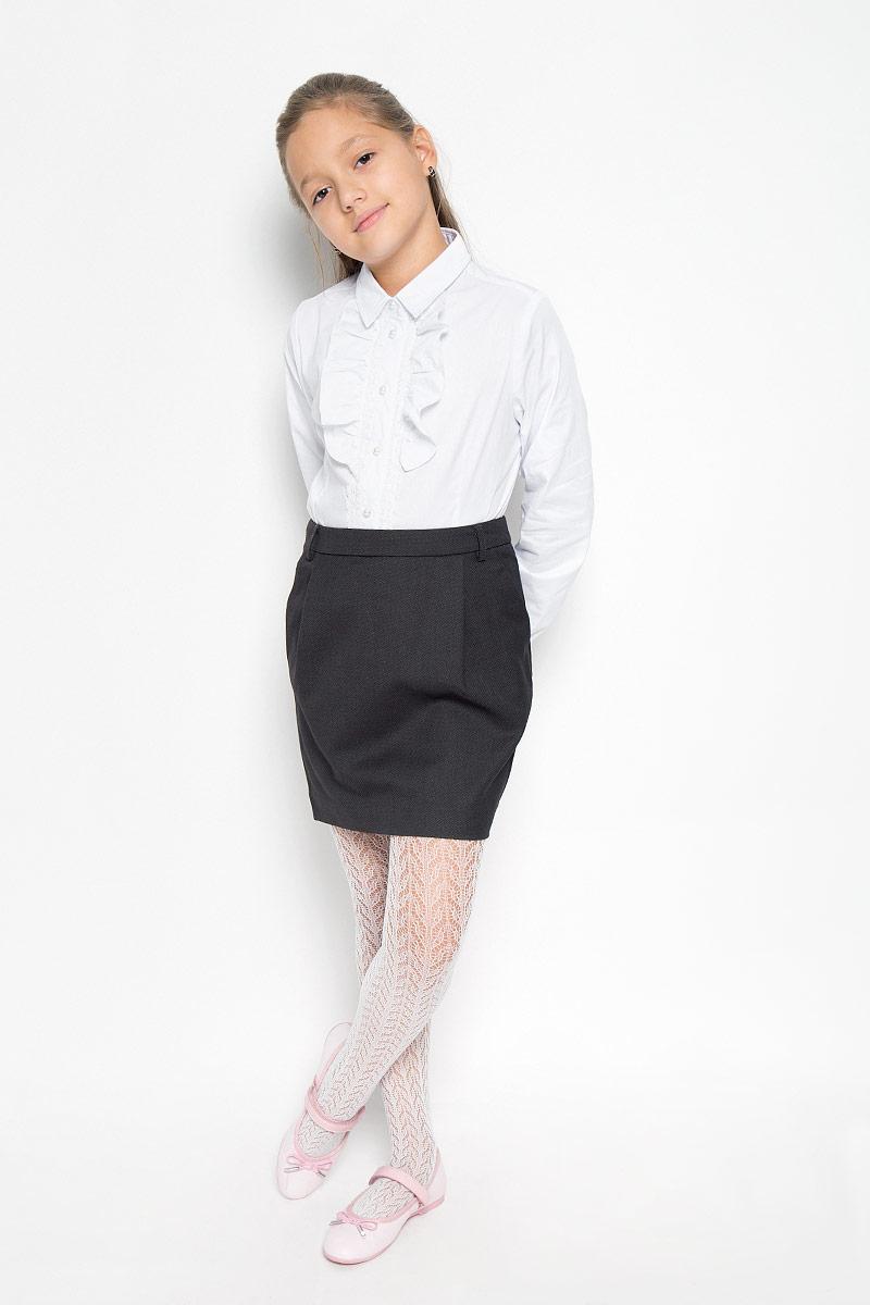Юбка для девочки Gulliver, цвет: темно-серый. 21502GSC6103. Размер 128, 7-8 лет21502GSC6103Изящная юбка для девочки Gulliver идеально подойдет для школы и повседневной носки. Изготовленная из высококачественного материала, она необычайно мягкая и приятная на ощупь, не сковывает движения и позволяет коже дышать, не раздражает даже самую нежную и чувствительную кожу ребенка, обеспечивая наибольший комфорт. Юбка немного зауженного к низу кроя дополнена боковыми карманами и шлевками для ремня. Размер модели в поясе регулируется скрытой резинкой на пуговице.Такая юбка - незаменимая вещь для школьной формы, отлично сочетается с блузками и пиджаками.