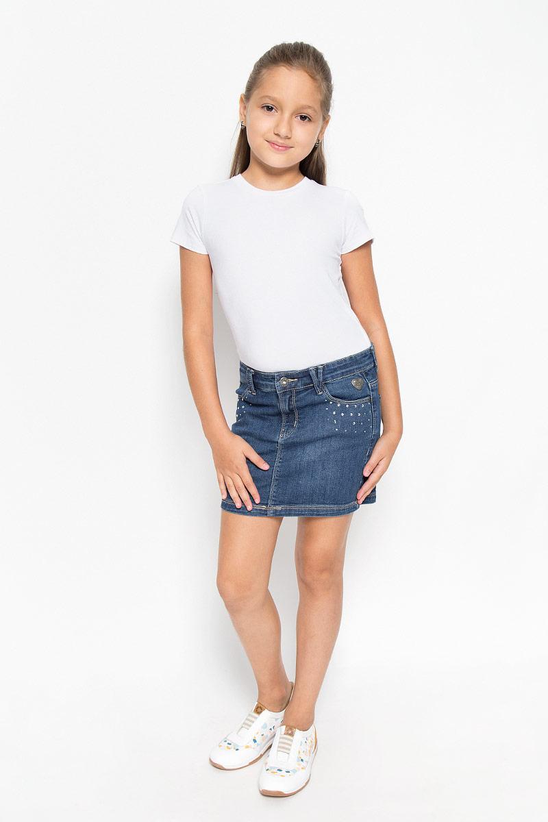 Юбка для девочки Scool, цвет: синий джинс. 164005. Размер 146164005Джинсовая юбка Scool для девочки классического прямого кроя. Такая модель идеально подойдет вашей моднице для отдыха и прогулок. Изготовленная из эластичного хлопка, она необычайно мягкая и приятная на ощупь, не сковывает движения. Украшена модель стразами и металлической фурнитурой. Объем талии регулируется с помощью скрытой резинки на пуговицах. Имеются шлевки для ремня. Изделие дополнено двумя втачными карманами спереди и двумя накладными карманами сзади. Современный дизайн и актуальная расцветка делают эту юбку модным и стильным предметом детского гардероба. В ней ваша принцесса всегда будет в центре внимания!