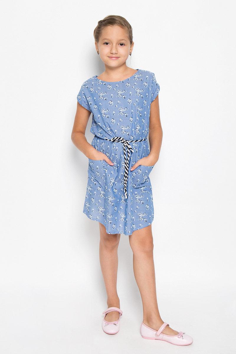 Платье для девочки Sela, цвет: голубой. Ds-617/029-6113. Размер 140, 10 летDs-617/029-6113Красивое платье для девочки Sela станет отличным дополнением к гардеробу вашей маленькой модницы. Изготовленное из натурального хлопка, оно мягкое и приятное на ощупь, не сковывает движения и позволяет коже дышать, обеспечивая наибольший комфорт. Платье с круглым вырезом горловины, без рукавов. Модель свободного кроя, по бокам дополнено двумя накладными карманами. Предусмотрены шлевки для пояса (пояс прилагается к платью). Модель оформлена цветочным принтом. В таком платье маленькая принцесса всегда будет в центре внимания!