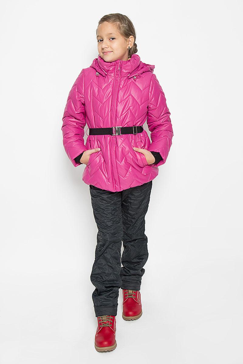 Куртка для девочки Boom!, цвет: розовый. 64054_BOG_вар.2. Размер 116, 5-6 лет64054_BOG_вар.2Теплая стеганая куртка для девочки Boom! станет ярким дополнением к детскому гардеробу. Куртка изготовлена из полиэстера с утеплителем из синтепона. На подкладке используется мягкий флис, который хорошо сохраняет тепло. Куртка со съемным капюшоном и воротником-стойкой застегивается на пластиковую молнию и имеет внешнюю ветрозащитную планку. Капюшон по краю дополнен эластичным шнурком со стопперами. Он пристегивается к куртке при помощи пуговиц. Воротник присборен на резинку. На рукавах предусмотрены трикотажные манжеты контрастного цвета, препятствующие проникновению холодного воздуха. На талии куртка дополнена шлевками для ремня и пояском на металлической застежке, благодаря которому куртка плотно прилегает к телу. Спереди имеются два прорезных кармашка. По низу куртка собрана на резинку. Модель украшена светоотражающими нашивками с логотипом бренда. Комфортная, удобная и теплая куртка идеально подойдет для прогулок и игр на свежем воздухе. В ней ваша принцесса всегда будет в центре внимания!