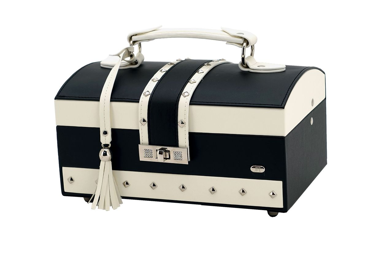 Шкатулка для украшений Jardin DEte, цвет: черный, белый, 24,8 х 16 х 12,5 смP6209RШкатулка для украшений от Jardin DEte станет великолепным презентом для любой женщины. Удобное хранение украшений и лаконичный дизайн - вот абсолютные плюсы данного аксессуара. Ящики в шкатулке расположены в три яруса, и в них вы сможете разместить все свои драгоценности.Внешняя отделка выполнена из качественной искусственной кожи. С внутренней стороны крышки находится небольшое зеркало. С внешней стороны есть удобная и надежная ручка. К ручке прикреплена симпатичная кожаная кисточка. Такой аксессуар будет радовать свою хозяйку долгое время.