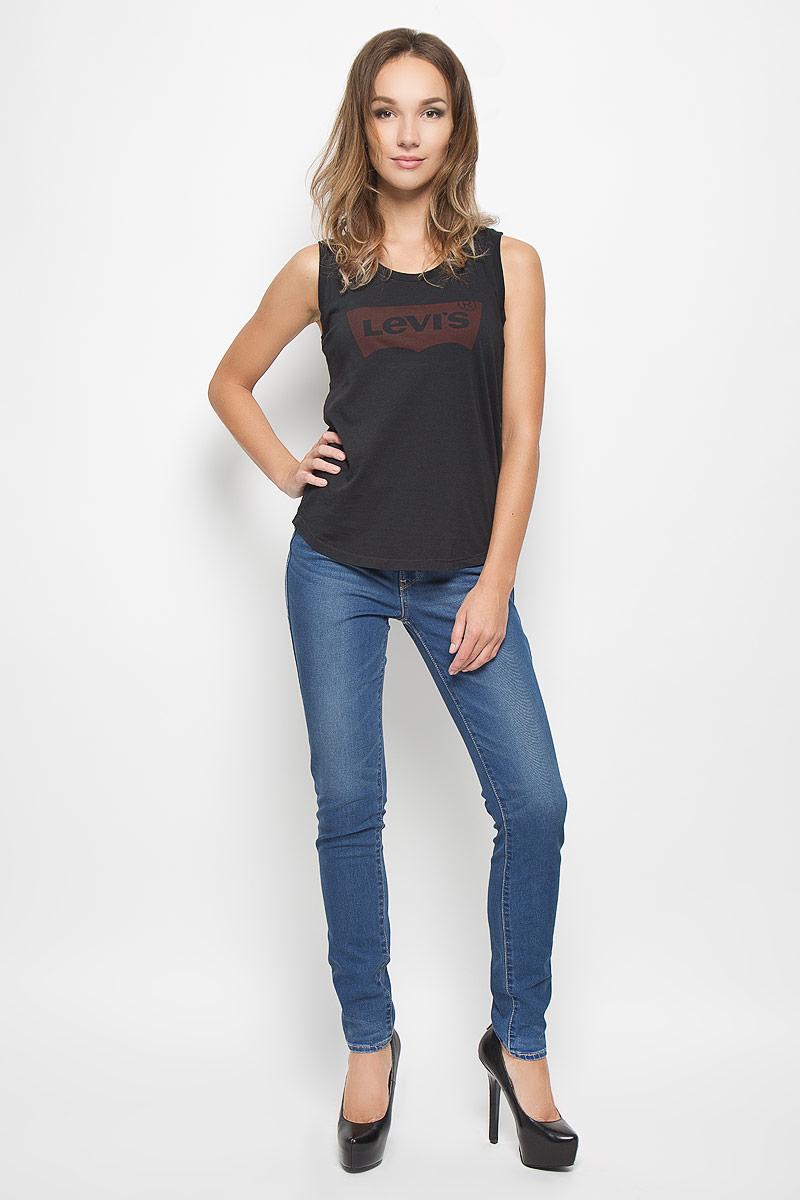 Джинсы женские Levis®, цвет: синий. 2018900590. Размер 26-32 (40/42-32)2018900590Стильные женские джинсы Levis®, корректирующие фигуру, станут отличным дополнением к вашему гардеробу. Изготовленные из высококачественного комбинированного материала, они мягкие и приятные на ощупь, не сковывают движения и позволяют коже дышать.Джинсы-скинни средней посадки по поясу застегиваются на металлическую пуговицу и имеют ширинку на застежке-молнии, а также шлевки для ремня. Модель спереди дополнена двумя втачными карманами, а сзади - двумя накладными карманами. Изделие оформлено легкими потертостями. Современный дизайн и расцветка делают эти джинсы модным предметом одежды. Это идеальный вариант для тех, кто хочет заявить о себе и своей индивидуальности и отразить в имидже собственное мировоззрение.