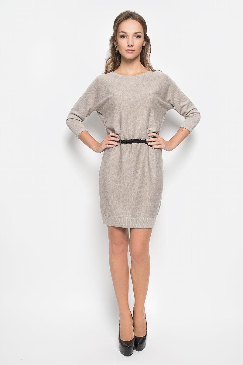 Платье Sela Casual, цвет: серо-бежевый. DSw-117/1038-6393. Размер L (48)DSw-117/1038-6393Легкое трикотажное платье Sela, изготовленное из высококачественного комбинированного материала, поможет создать привлекательный образ. Материал изделия мягкий, тактильно приятный, позволяет коже дышать. Модель с круглым вырезом горловины и цельнокроеными рукавами длинной 3/4 сзади застегивается на пуговицу. Платье дополнено тонким, текстильным пояском.Такое платье будет дарить вам комфорт в течение всего дня, и послужит замечательным дополнением к вашему гардеробу.