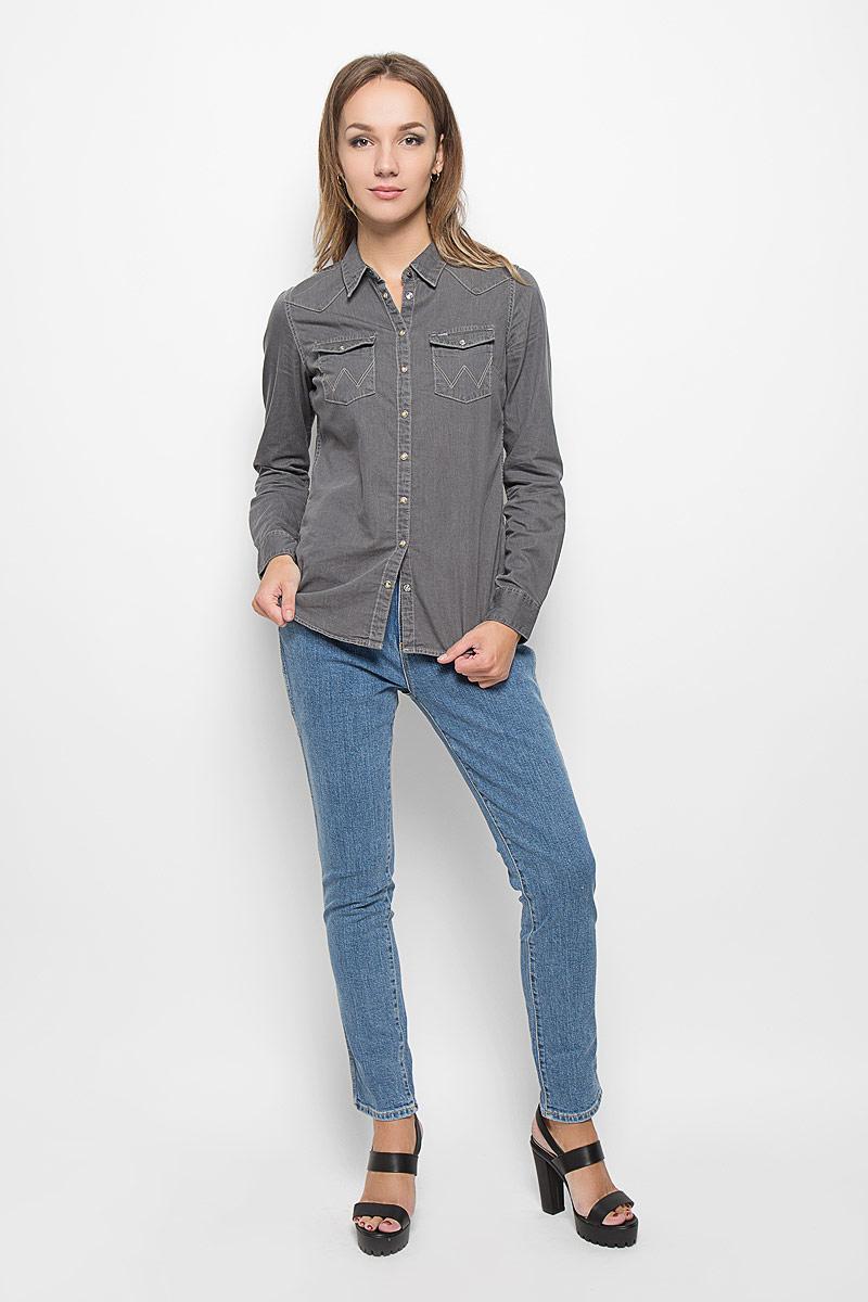 Джинсы женские Wrangler, цвет: светло-синий. W27MBS85I. Размер 26-32 (42-32)W27MBS85IСтильные женские джинсы Wrangler выполнены из эластичного хлопка. Джинсы-бойфренды средней посадки и с заниженной ластовицей станут отличным дополнением к вашему современному образу. Застегиваются джинсы на пуговицу в поясе и ширинку на застежке-молнии, имеются шлевки для ремня. Спереди модель оформлена двумя втачными карманами и одним небольшим секретным кармашком, а сзади - двумя накладными карманами.Эти модные и в тоже время комфортные джинсы послужат отличным дополнением к вашему гардеробу. В них вы всегда будете чувствовать себя уютно и комфортно.