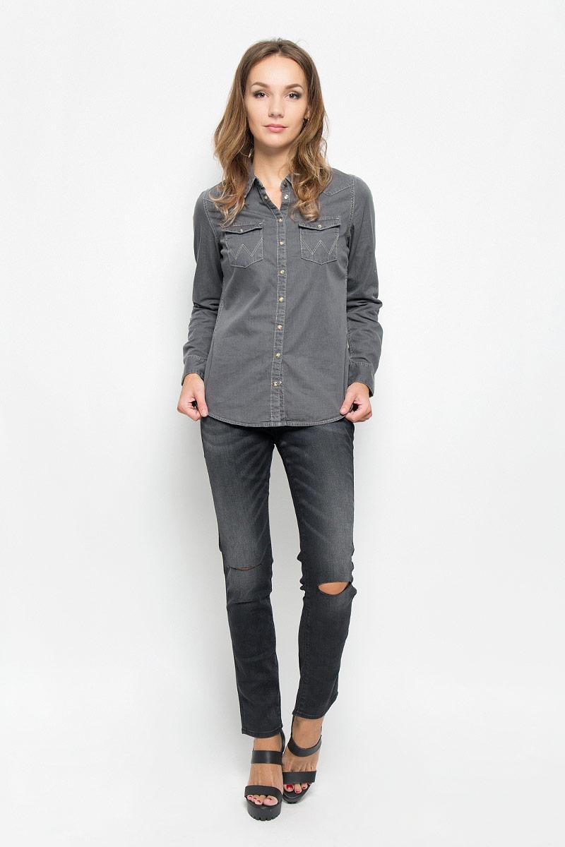 Джинсы женские Wrangler Boyfriend, цвет: черный. W27MCK81G. Размер 31-34 (46/48-34)W27MCK81GСтильные женские джинсы Wrangler Boyfriend станут отличным дополнением к вашему гардеробу. Изготовленные из высококачественного комбинированного материала, они мягкие и приятные на ощупь, не сковывают движения и позволяют коже дышать. Джинсы-слим по поясу застегиваются на металлическую пуговицу и имеют ширинку на застежке-молнии, а также шлевки для ремня. Модель имеет классический пятикарманный крой: спереди - два втачных кармана и один маленький накладной, а сзади - два накладных кармана. Изделие оформлено потертостями и разрезами на уровне колена.Современный дизайн и расцветка делают эти джинсы модным предметом одежды. Это идеальный вариант для тех, кто хочет заявить о себе и своей индивидуальности и отразить в имидже собственное мировоззрение.