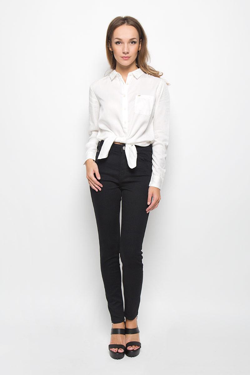Джинсы женские Lee Skyler, цвет: черный. L308GY47. Размер 27-33 (42/44-33)L308GY47Стильные женские джинсы Lee Skyler - это джинсы высочайшего качества, которые прекрасно сидят. Они выполнены из высококачественного эластичного хлопка с добавлением полиэстера и вискозы, что обеспечивает комфорт и удобство при носке. Модные джинсы скинни станут отличным дополнением к вашему современному образу. Джинсы застегиваются на пуговицу в поясе и ширинку на застежке-молнии, имеют шлевки для ремня. Джинсы имеют классический пятикарманный крой: спереди модель оформлена двумя втачными карманами и одним маленьким накладным кармашком, а сзади - двумя накладными карманами.Эти модные и в то же время комфортные джинсы послужат отличным дополнением к вашему гардеробу.