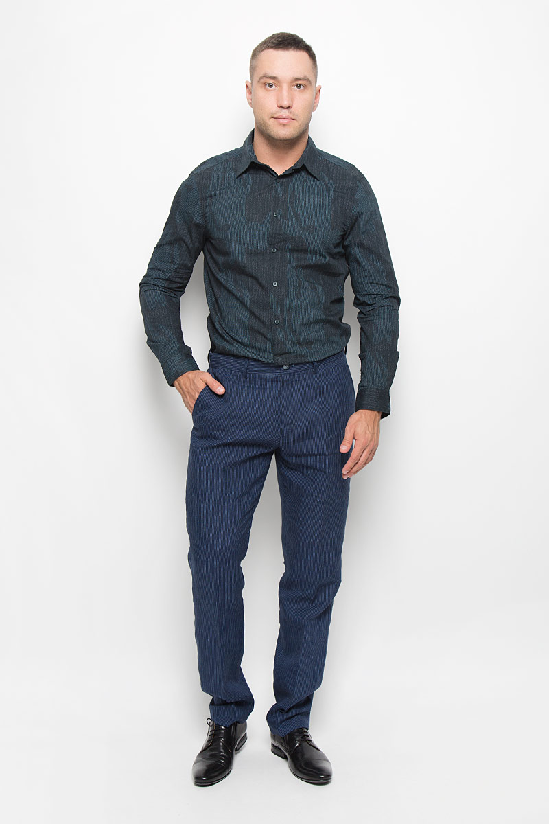 Рубашка мужская Mexx, цвет: темно-синий, темно-серый. MX3000751_MN_SHG_011. Размер S (48)MX3000751_MN_SHG_011Стильная мужская рубашка Mexx, выполненная из 100% хлопка, обладает высокой теплопроводностью, воздухопроницаемостью и гигроскопичностью, позволяет коже дышать, тем самым обеспечивая наибольший комфорт при носке. Модель классического кроя с отложным воротником застегивается на пуговицы по всей длине. Длинные рукава рубашки дополнены манжетами на пуговицах. Рубашка оформлена оригинальным принтом.Такая рубашка подчеркнет ваш вкус и поможет создать великолепный стильный образ.