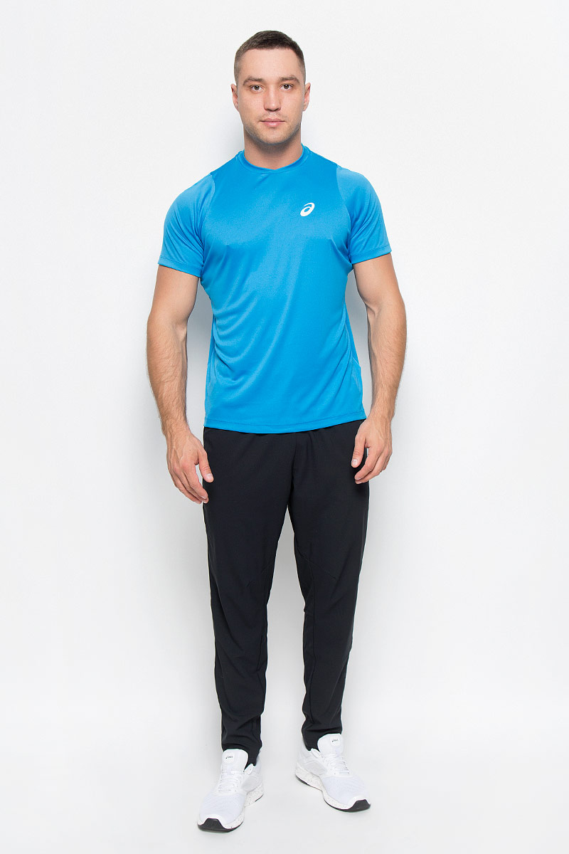 Футболка для тенниса мужская Asics Club Ss Top, цвет: голубой. 130234-8094. Размер L (50/52)130234-8094Стильная мужская футболка для тенниса Asics Club SS Top, выполненная из эластичного полиэстера, обладает высокой теплопроводностью, воздухопроницаемостью и гигроскопичностью и великолепно отводит влагу, оставляя тело сухим даже во время интенсивных тренировок. Такая футболка превосходно подойдет для занятий спортом и активного отдыха.Модель с короткими рукавами реглан и круглым вырезом горловины - идеальный вариант для занятий спортом. Рукава реглан обеспечат свободу движений, а специальная сетчатая вставка на спинке - необходимую циркуляцию воздуха. Футболка дополнена светоотражающим логотипом бренда. Такая модель подарит вам комфорт в течение всего дня и послужит замечательным дополнением к вашему гардеробу.