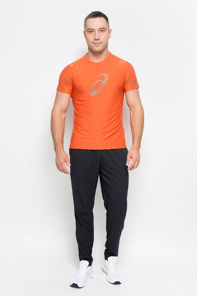 Футболка для бега мужская Asics Graphic SS Top, цвет: оранжевый. 134085-6002. Размер S (46/48)134085-6002Стильная мужская футболка для бега Asics Graphic SS Top, выполненная из высококачественного полиэстера с применением технологии Motion Dry, обладает высокой воздухопроницаемостью, а также превосходно отводит влагу от тела, оставляя кожу сухой даже во время интенсивных тренировок. Такая футболка великолепно подойдет как для повседневной носки, так и для спортивных занятий. Комфортные плоские швы исключают риск натирания и раздражения.Модель с короткими рукавами и круглым вырезом горловины - идеальный вариант для создания модного спортивного образа. Футболка оформлена крупным логотипом бренда на груди. Такая футболка идеально подойдет для занятий спортом, бега и фитнеса. В ней вы всегда будете чувствовать себя уверенно и комфортно.