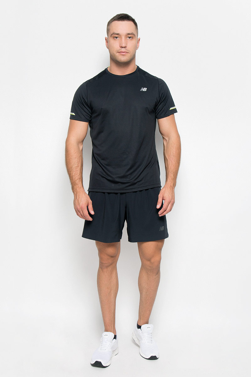 Футболка для бега мужская New Balance, цвет: черный. MT63223/BK. Размер M (46/48)MT63223/BKСтильная мужская футболка для бега New Balance, выполненная из 100% полиэстера, обладает высокой теплопроводностью, воздухопроницаемостью и гигроскопичностью и великолепно отводит влагу, оставляя тело сухим даже во время интенсивных тренировок. Комфортные плоские швы исключают риск натирания. Такая футболка превосходно подойдет для бега, занятий спортом и активного отдыха. Модель с короткими рукавами и круглым вырезом горловины - идеальный вариант для создания образа в спортивном стиле. Футболка оформлена светоотражающим логотипом спереди и светоотражающими элементами на рукавах и спинке.Такая модель подарит вам комфорт в течение всего дня и послужит замечательным дополнением к вашему гардеробу.