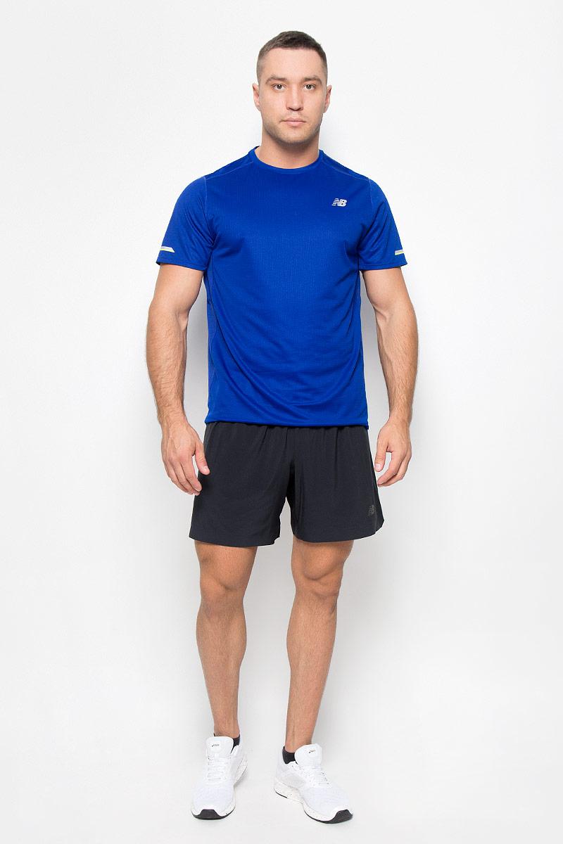 Футболка для бега мужская New Balance, цвет: синий. MT63223/MIB. Размер L (48/50)MT63223/MIBСтильная мужская футболка для бега New Balance, выполненная из 100% полиэстера, обладает высокой теплопроводностью, воздухопроницаемостью и гигроскопичностью и великолепно отводит влагу, оставляя тело сухим даже во время интенсивных тренировок. Комфортные плоские швы исключают риск натирания. Такая футболка превосходно подойдет для бега, занятий спортом и активного отдыха. Модель с короткими рукавами и круглым вырезом горловины - идеальный вариант для создания образа в спортивном стиле. Футболка оформлена светоотражающим логотипом спереди и светоотражающими элементами на рукавах и спинке.Такая модель подарит вам комфорт в течение всего дня и послужит замечательным дополнением к вашему гардеробу.