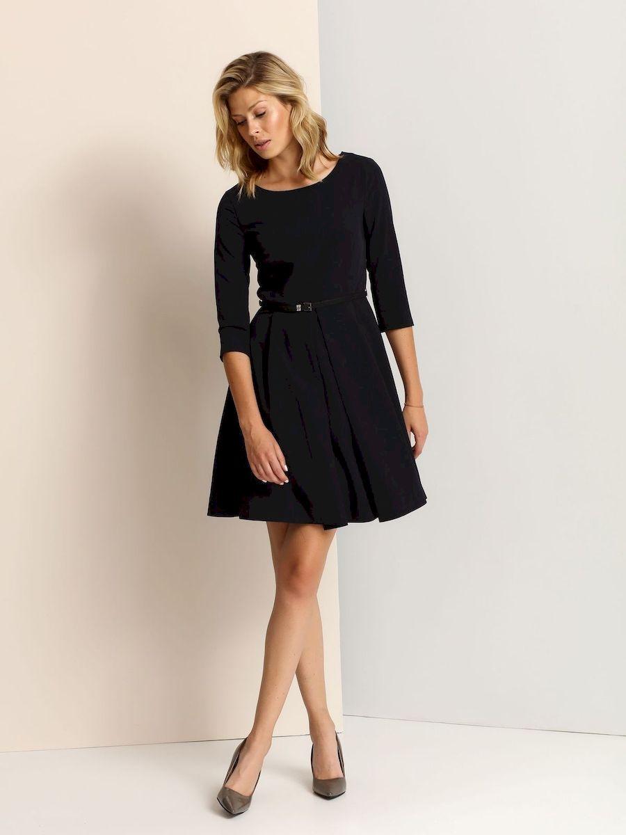 Платье Top Secret, цвет: темно-синий. SSU1654GR. Размер 38 (44)SSU1654GRСтильное платье Top Secret выполнено из полиэстера и вискозы с добавлением эластана.Платье-миди А-силуэта с круглым вырезом горловины и рукавами 3/4 застегивается на скрытую застежку-молнию, расположенную на спинке. Платье дополнено стильным ремнем с металлической пряжкой.