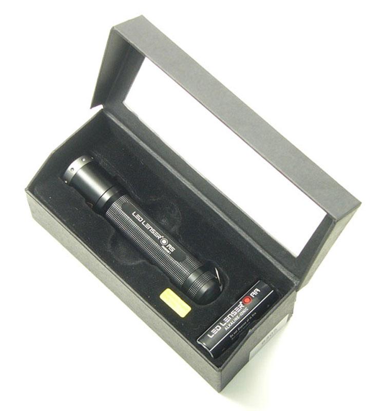 Фонарь LED Lenser M5, цвет: черный. 83058305LED Lenser M5 - это фонарь повышенной яркости. У него прочный алюминиевый корпус. Световой поток- 88 лм;- Два режима свечения + стробоскоп;- Время свечения в экономичном режиме - 7 часов;- Питание - 1 х АА (в комплекте); - Количество светодиодов - 1;- Эффективная дальность свечения – до 116 м;- Система AFS.Длина - 104 мм.Вес - 74.