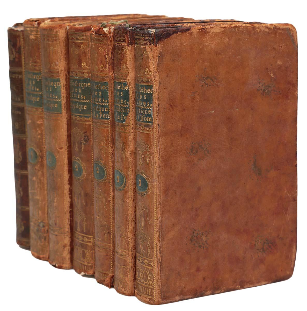 Bibliotheque Universelle Des Dames (комплект из 7 книг)5626038Париж, 1787-1792 гг. Rue et Hotel Serpente.Владельческие цельнокожаные переплеты с золотым тиснением на корешке.Сохранность хорошая.В серии Универсальная библиотека для дам (1785-1797) вышло около 156 томов.Универсальная библиотека для дам дам была задумана как собрание работ, позволяющее обеспечить общее образование, в легко доступной форме для женщин определенного класса; в серии можно было найти все, что может представлять полезные и нужные знания: путешествия, история, философия, художественная литература, наука и искусство.Издание не подлежит вывозу за пределы Российской Федерации.